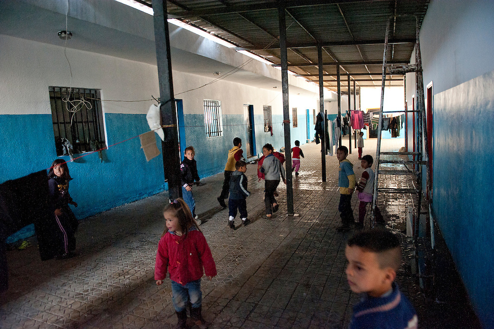 Syrian refugees who live in a school, Wadi Ghaled, Liban.