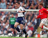 Fotball<br /> Norske spillere i England<br /> Foto: Colorsport/Digitalsport<br /> NORWAY ONLY<br /> <br /> Øyvind Leonhardsen (Tottenham) and Nicky Butt (Man Utd). Tottenham Hotspur v Manchester United. FA Premiership, 19/5/01.