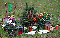 Fotball<br /> Tyskland<br /> 10.11.2010<br /> Foto: Witters/Digitalsport<br /> NORWAY ONLY<br /> <br /> Blumen und Kerzen in der Naehe des Grabes von Robert Enke<br /> Fussball, 1. Todestag von Robert Enke (Hannover 96), Besuch am Grab auf dem Friedhof Empede