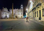 Frankrijk, Arles, 24-8-2006Place de la republique. Historisch stadscentrum in de avond.Foto: Flip Franssen/Hollandse Hoogte
