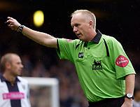 Photo: Daniel Hambury.<br />West Ham Utd v West Bromwich Albion. The Barclays Premiership. 05/11/2005.<br />Referee Peter Walton.
