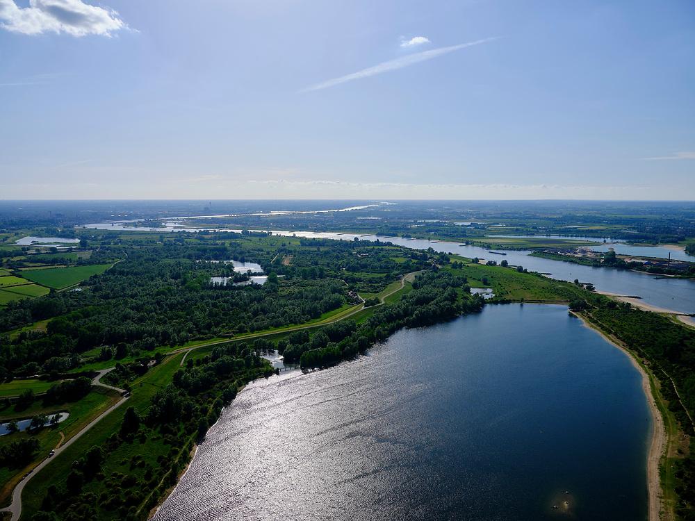 Nederland, Gelderland, GemeenteBerg en Dal; 27-05-2020. Gelderse Poort met zicht rivier de Waal vanuit en de Ooijpolder met de Bizonbaai. <br /> River Waal (branch of Rhine0 view with a view of the Ooijpolder.<br /> <br /> luchtfoto (toeslag op standaard tarieven);<br /> aerial photo (additional fee required)<br /> copyright © 2020 foto/photo Siebe Swart