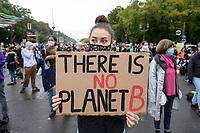 "25 SEP 2020, BERLIN/GERMANY:<br /> Junge Frau mit Schild ""There is no Planet B"", Fridays for Future Demonstration fuer Massnahmen gegen den Klimawandel, Brandenburger Tor, Strasse des 17. Juni<br /> IMAGE: 20200925-01-012<br /> KEYWORDS: Protest, Demonstrant, Demonstranten, Demonstratin, Schueler, Schüler, Klimakatastrophe, FFF, Mundschutz, Mund-Nase-Schutz, Abstand"