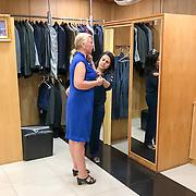 THA/Hua Hin/20180628 - Thailand, toeriste laat maatkleding maken