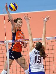 09-01-2016 TUR: European Olympic Qualification Tournament Rusland - Nederland, Ankara<br /> De strijd om Rio of Japan / Anne Buijs #11, Tatiana Kosheleva #15 of Rusland
