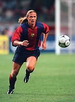 Emmanuel Petit - Barcelona. Arsenal v FC Barcelona, The Amsterdam Tournament, Amsterdam Arena, Holland, 3/8/2000. Credit Colorsport / Stuart MacFarlane.