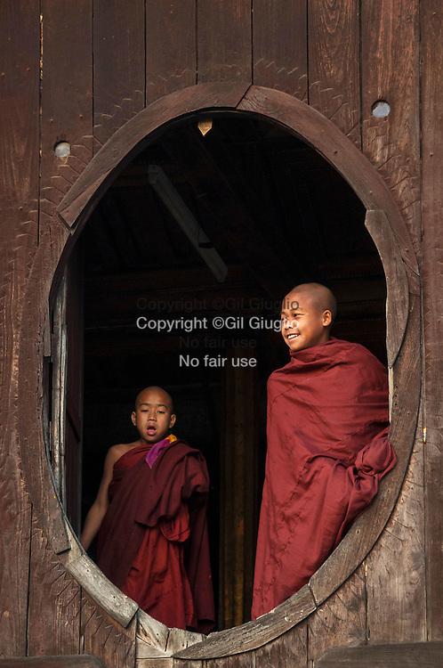 Myanmar, état Shan, région de Nyaung Shwe environs du lac Inlé, monastère en bois de Shwe Yan Pyay construit en 1885 // Myanmar, Shan state, Nyaung Shwe district, area of Inle Lake,  Shwe Yan Pyay wooden monastery (1885)