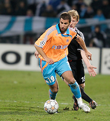 MARSEILLE, FRANCE - Tuesday, December 11, 2007: Olympique de Marseille's Lorik Cana and Liverpool's Dirk Kuyt during the final UEFA Champions League Group A match at the Stade Velodrome. (Photo by David Rawcliffe/Propaganda)
