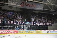 Die Fans des EHC Kloten sind enttaeuscht nach der Niederlage im siebten Ligaquali Spiel der National League zwischen den SC Rapperswil-Jona Lakers und dem EHC Kloten, am Mittwoch, 25. April 2018, in der Swiss Arena Kloten. (Thomas Oswald)