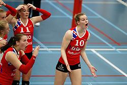 20170430 NED: Eredivisie, VC Sneek - Sliedrecht Sport: Sneek<br />Roos van Wijnen (11) of VC Sneek , Klaske Sikkes (10) of VC Sneek <br />©2017-FotoHoogendoorn.nl / Pim Waslander