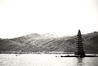 Det majestetiske Slinningsbålet ruver foran Sulafjellet.<br /> Foto: Svein Ove Ekornesvåg