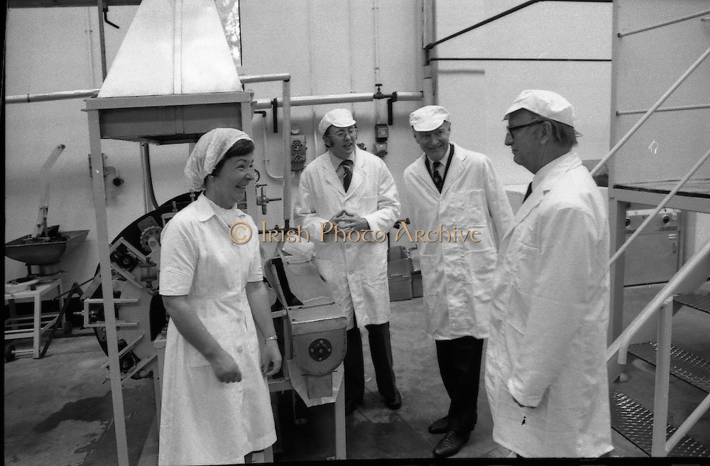 Taoiseach Liam Cosgrave visits Sugar Factory, Carlow .07/07/1976.07/07/1976.7th July 1976..Picture of Liam Cosgrave sharing a joke with workers at the Carlow Sugar Factory