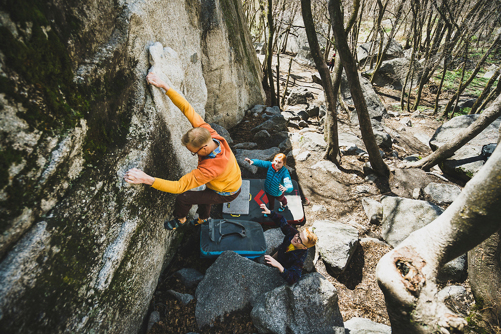 Jimmy Keithley climbs The Flake, V0, with his family spotting, Little Cottonwood Canyon, Utah.