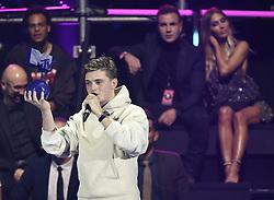 Martin Garrix und Mario Gˆtze mit Ann-Kathrin Brˆmmel (hintergrund links) bei Verleihung der MTV Europe Music Awards in Rotterdam / 061116 <br /> <br /> *** The show during the MTV Europe Music Awards in Rotterdam, Netherlands, November 06, 2016 ***