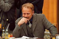 26 JAN 2000, BERLIN/GERMANY:<br /> Jürgen Trittin, B90/Grüne, Bundesumweltminister, vor Beginn der Kabinettsitzung, Bundeskanzleramt<br /> IMAGE: 20000126-01/01-22<br /> KEYWORDS: Juergen Trittin, Kabinett