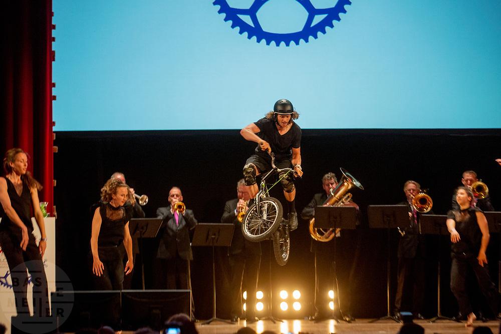 In Nijmegen wordt de internationale conferentie Velo City gehouden. Tijdens het meerdaags congres praten beleidsmedewerkers en de fietsindustrie over het gebruik van de fiets in het dagelijks leven. Daarnaast zijn er tal van fietsgerelateerde activiteiten.<br /> <br /> In Nijmegen the bike related congress Velo City 2017 is held. From all over the world people come to talk about the use of the bicycle as a way of transportation.