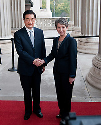 31.10.2011, Parlament, Wien, AUT, Nationalrat, Begrueßung des Praesidenten der Volksrepublik China  Hu Jintao durch Nationalratspraesidentin Barbara Prammer im Parlament, im Bild Nationalratspraesidentin Barbara Prammer mit Praesident der Volksrepublik China  Hu Jintao // during the welcoming of Hu Jintao president of people's Republic of China with presiding officer of austrian parliament, parliament, Vienna, 2011-10-31, EXPA Pictures © 2011, PhotoCredit: EXPA/ M. Gruber