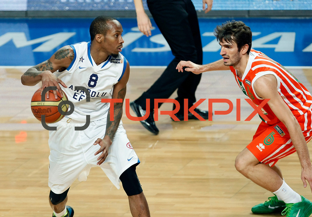 Anadolu Efes's Terence KINSEY (L) and Banvit's Baris ERMIS (R) during their Turkish Basketball League match Anadolu Efes between Banvit at Arena in Istanbul, Turkey, Sunday, November 06, 2011. Photo by TURKPIX