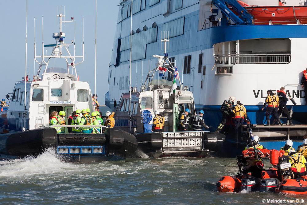 Grote rampenoefening met veerboot op Waddenzee