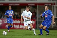 Fotball<br /> Frankrike 2003/2004<br /> NORWAY ONLY<br /> Foto: Digitalsport<br /> <br /> FOOTBALL - FRENCH CHAMPIONSHIP 2003/04 - 030920 - AJ AUXERRE v SC BASTIA - TEEMU TAINIO (AUX) / NISA SAVELJIC (BAS) - PHOTO GUY JEFFROY