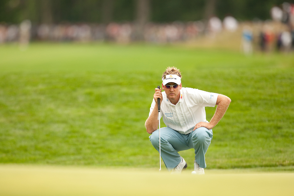 FARMINGDALE, NY - JUNE 20:  Ian Poulter lines up his putt during the continuation of the second round of the 109th U.S. Open Championship on the Black Course at Bethpage State Park on Saturday, June 20, 2009. (Photograph by Darren Carroll) *** Local Caption *** Ian Poulter