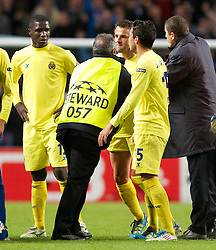 18.10.2011, City of Manchester Stadion, Manchester, ENG, UEFA CL, Gruppe A, Manchester City (ENG) vs FC Villarreal (ESP), im Bild Villarreal CF players argue with the match officials after losing 2-1 to Manchester City in injury time // during UEFA Champions League group A match between Manchester City (ENG) and FC Villarreal (ESP) at City of Manchester Stadium, Manchaster, United Kingdom on 18/10/2011. EXPA Pictures © 2011, PhotoCredit: EXPA/ Propaganda Photo/ Vegard Grott +++++ ATTENTION - OUT OF ENGLAND/GBR+++++