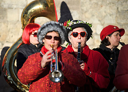 © Licensed to London News Pictures. 01/05/2018. Oxford, UK. A band plays in the early hours of the morning near Radcliffe Camera in Oxford during celebrations for May Day. Students were again prevented from jumping from Magdalen Bridge in to the river, which has historically been a tradition, due to injuries at a previous years event . Photo credit: Ben Cawthra/LNP