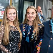 NLD/Amsterdam/20170823 - Premiere Grootste Zwanenmeer ter wereld, Bert Simhoffer, partner Yvette van Damme en kinderen Julia en Romy