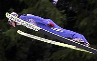 Hopp, 01.12.2001 Titisee-Neustadt, Deutschland,<br />Der Japaner Kazuyoshi Funaki am Samstag (01.12.2001) beim Weltcup Skispringen in Titisee-Neustadt, Schwarzwald.<br />Foto: ÊJAN PITMAN/Digitalsport