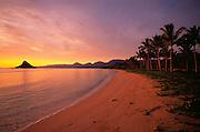 Sunrise, Chinaman's Hat, Kaneohe Bay, Kaneohe, Oahu, Hawaii, USA<br />