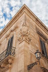 Particolare di un palazzo sito nel centro storico di Lecce