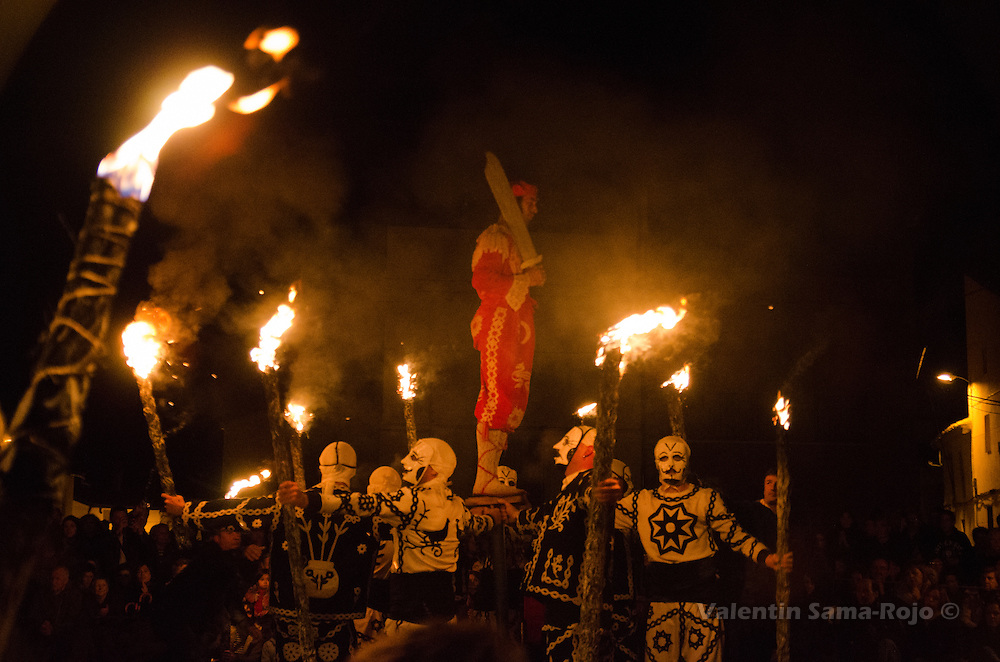 'Contradanceros' representing saint 'San Juan Lorenzo' movement during the 'Contradanza' of Cetina. The Devil stands on the top of a wooden stand and the other men turns the stand carrying burning torches synchronized with the music.