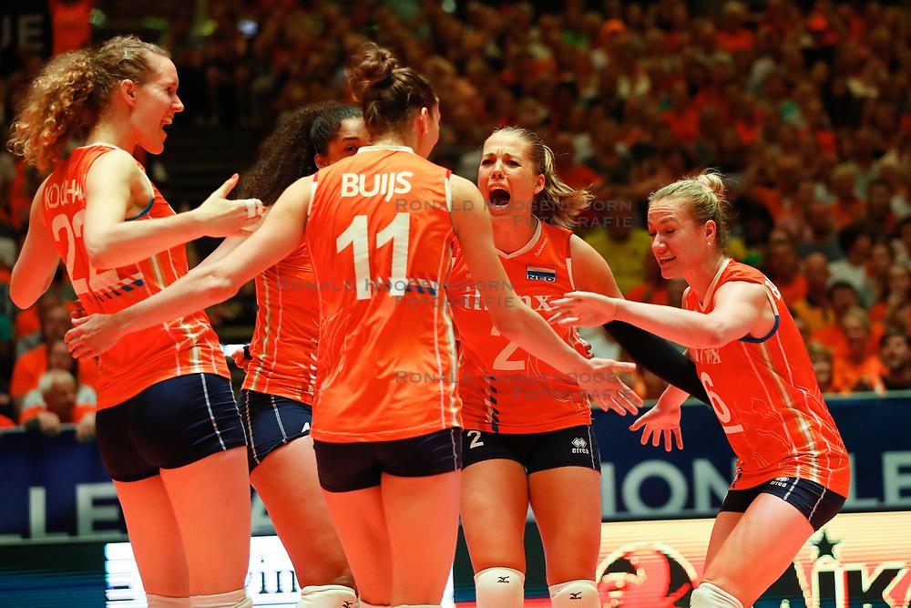 20180531 NED: Volleyball Nations League Netherlands - Brazil, Apeldoorn<br />Femke Stoltenborg (2) of The Netherlands, Maret Balkestein - Grothues (6) of The Netherlands <br />©2018-FotoHoogendoorn.nl