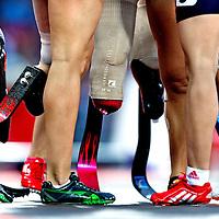 Engeland, Londen, 02-09-2012.<br /> Paralympische Spelen.<br /> Atletiek, Vrouwen, 1e serie 100 meter T44.<br /> Alle vrouwen bedanken elkaar na afloop van de serie .<br /> Foto : Klaas Jan van der Weij