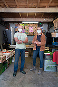 bio vegetable farmers improvised home selling during the Covid 19 crisis France April 2020