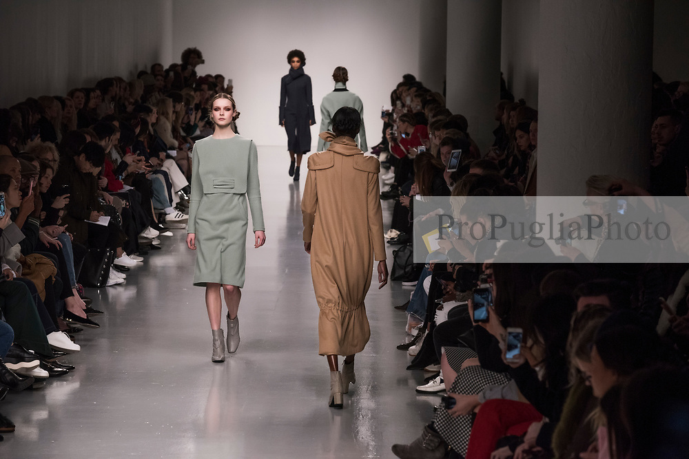 London 21 Septembert 2017.  J.JS Lee  catwalk show Autumn Winter 2017 presentation at London Fashion Week. Born in Seoul, Korea, Jackie Lee spent five years working as a Senior Pattern Cutter in Seoul and two years at KISA London as Master Pattern Cutter. She studied at Central Saint Martins (MA 2010 womenswear) as well as completing the PG Innovative Pattern Cutting course at Central Saint Martins in 2007<br /> <br /> In March 2010, she launched her eponymous label, J. JS LEE featuring sleek androgynous tailored pieces. For her first collection after college, she received NEWGEN sponsorship for SS11 in the exhibition space alongside many established London labels.