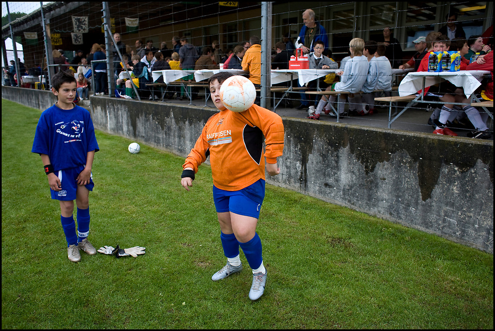 Zwitserland. Aigle, 24-05-2008.<br /> Jeugdvoetbal toernooi met clubjes uit de regio van Lausanne. Foto: Patrick Post