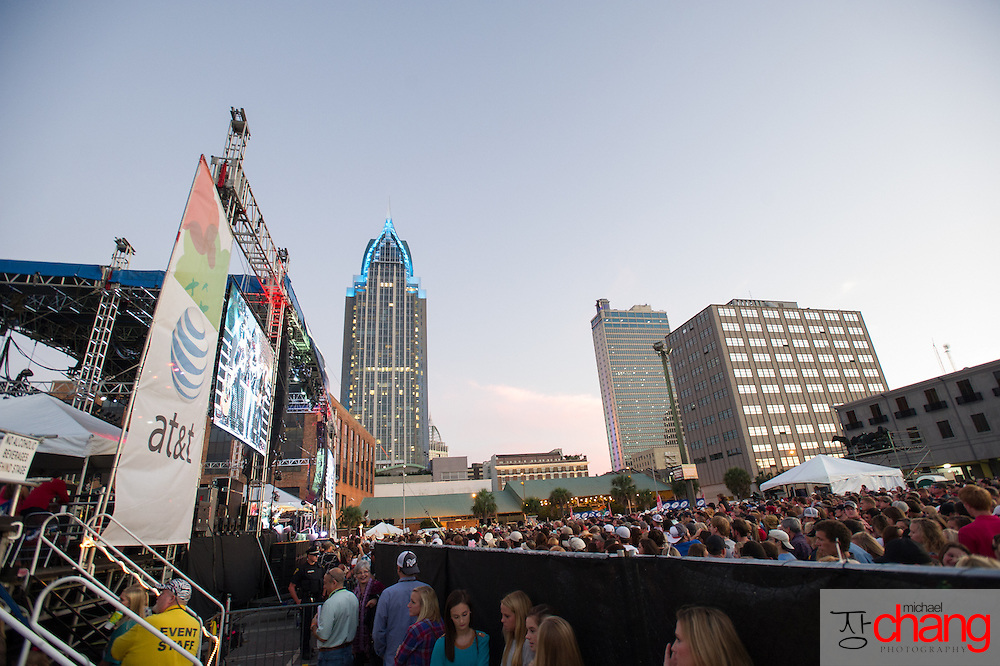 Fans watch Chris Cagle perform at Bay Fest on Sunday, Oct. 7, 2012, in Mobile, Ala. (Bay Fest/ Michael Chang)