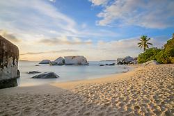 Spring Bay mit Felsbloecke beim Sandstrand The Baths, Spring Bay with boulder by Sandy Beach The Baths, The Baths, Spring Bay, Virgin Gorda Island, Britische Jungferninsel, Karibik, Karibisches Meer, British Virgin Islands, BVI, Caribbean Sea