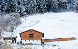 19.04.2017, Zell am See, AUT, Wintereinbruch in Salzburg, im Bild ein Bauernhof in der verschneiten Landschaft // A farm in the snowy landscape, Zell am See, Austria on 2017/04/19. EXPA Pictures © 2017, PhotoCredit: EXPA/ JFK