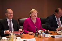 DEU, Deutschland, Germany, Berlin, 16.10.2019: Bundesfinanzminister Olaf Scholz (SPD) und Bundeskanzlerin Dr. Angela Merkel (CDU) vor Beginn der 71. Kabinettsitzung im Bundeskanzleramt.
