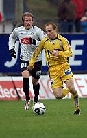 Fotball, 29. oktober 2006<br /> Adeccoligaen<br /> Sogndal - Bodø/Glimt 0 - 0 (0 - 0)<br /> Fosshaugane Campus<br /> Frå venstre: Per Egil Flo (Sogndal), Vegard Sannes (Bodø/Glimt)