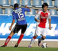Fotball<br /> 08.07.2010<br /> Foto: Gepa/Digitalsport<br /> NORWAY ONLY<br /> <br /> Niederlaendische Eredivisie, Egyptian Premier League, AFC Ajax Amsterdam vs Al Ahly Cairo<br /> <br /> Bild zeigt Ahmed Ali (Cairo) und Hyun-Jun Suk (Ajax).