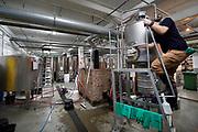 Nederland, Nijmegen, 12-1-2020Bierbrouwerij Nevel brouwt met alleen Gelderse ingredienten . Het vroegere fabriekscomplex van de Honig fabriek. De gemeente wilde het fabrieksterrein gebruiken voor woningbouw, nieuwbouw woningen. Door de crisis op de woningmarkt is dit plan uitgesteld en is het voor een aantal jaren aangewezen als een broedplaats en smeltkroes voor culturele en creatieve activiteiten en ondernemingen . Ook horeca zoals restaurant de Meesterproef en bierbrouwer Oersoep. De Nevel mag nog twee jaar hier zitten waarna de gemeente hier woningbouw gaat plegen.Foto: Flip Franssen
