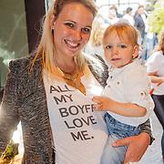 NLD/Amsterdam/20150604 - Boekpresentatie Xelly Cabau van Kasbergen, Myrthe Mylius en zoon Jack