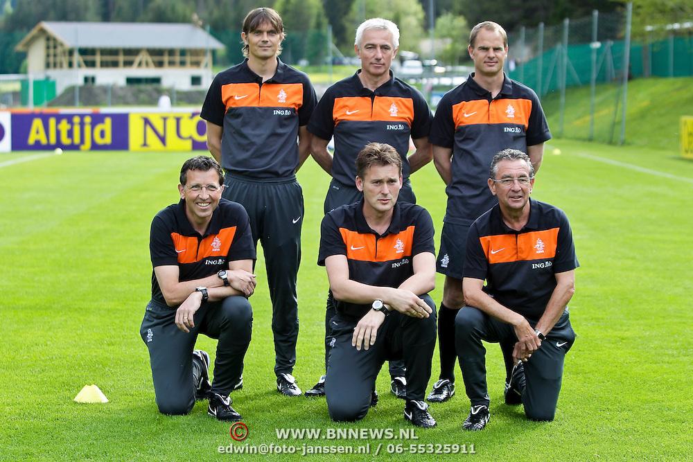 AUS/Seefeld/20100529 - Training NL Elftal WK 2010, groepsfoto technische staf,