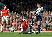 Fotball. Engelsk Premier League. 2001/2002. 06.04.2002.<br /> Arsenal v Tottenham.<br /> Teddy Sheringham, Tottenham.<br /> Patrick Vieira Arsenal.<br /> Foto: David Price, Digitalsport.