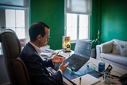 O presidente da Federasul, Anderson Trautman Cardoso recebe o Prof. Dr. Pe. Marcelo Fernandes de Aquino, Reitor da UNISINOS – Universidade do Vale do Rio dos Sinos para o Tá na Mesa que tratará nesta quarta-feira, 11 de agosto, sobre Cidadãos em Transição. FOTO: Jefferson Bernardes/ Agência Preview