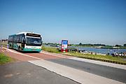 Bij Ameide rijdt een streekbus van Arriva over de Lekdijk.<br /> <br /> Near Ameide a bus of Arrive rides at the dyke.