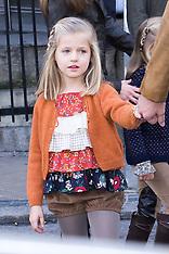 NOV 25 2012 Royal family visit Juan Carlos of Spain in hospital